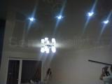 Белый одноуровневый натяжной потолок