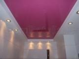 Цветной одноуровневый натяжной потолок